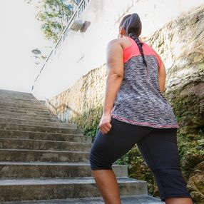 The only way is up! Wearing Onyx Daze Tank #blitzactive #blitzactivewear #plussizeactivewear #plussizefashion