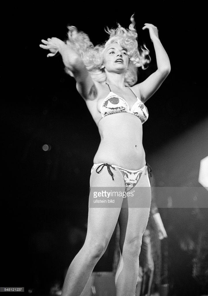 cultural event 1979 in the Westphalia Hall in Dortmund, Bild Disco, discotheque organized by the Bild Zeitung, seminude girl, dancing girl in a bikini, aged 20 to 25 years, D-Dortmund, Ruhr area, North Rhine-Westphalia -