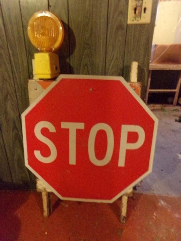 BARRICADE W/STOP SIGN Superior Auction & Appraisal LLC