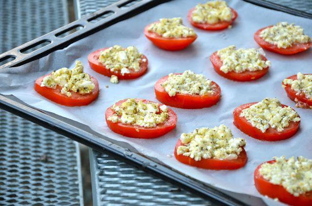 crustycorner: Rajčata pečená s fetou, bylinkami a křupavou strou...