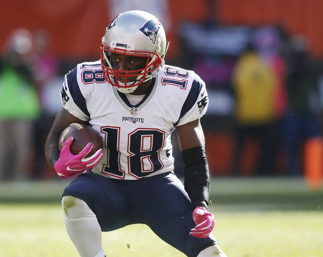 New England Patriots special teams captain Matthew Slater left Sunday's game against the San Francisco 49ers with a left foot injury.