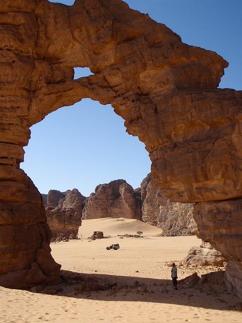 Sahara (Algérie) - La grande arche de Tikoubaouine,  Essendilène, Tassili n'Ajjer,  by aterracielo,