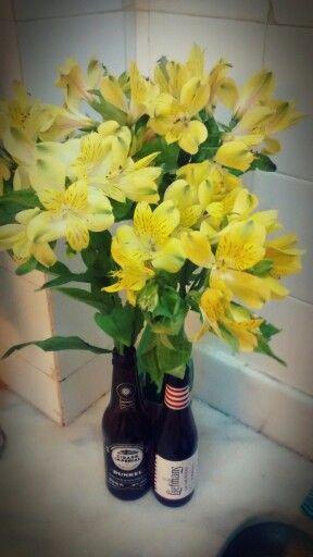 Era uma pia sem graça. Agora é uma pia com flores! :)