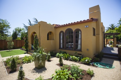 Forget a big home maybe live the simple life in mexico for Spanish bungalow exterior paint colors