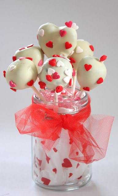 Кейк попс (cake pops) маленькие пирожные на палочки стали очень популярны. Основой попса может стать любимая выпечка, в основном это бисквитная крошка или обрезки от…