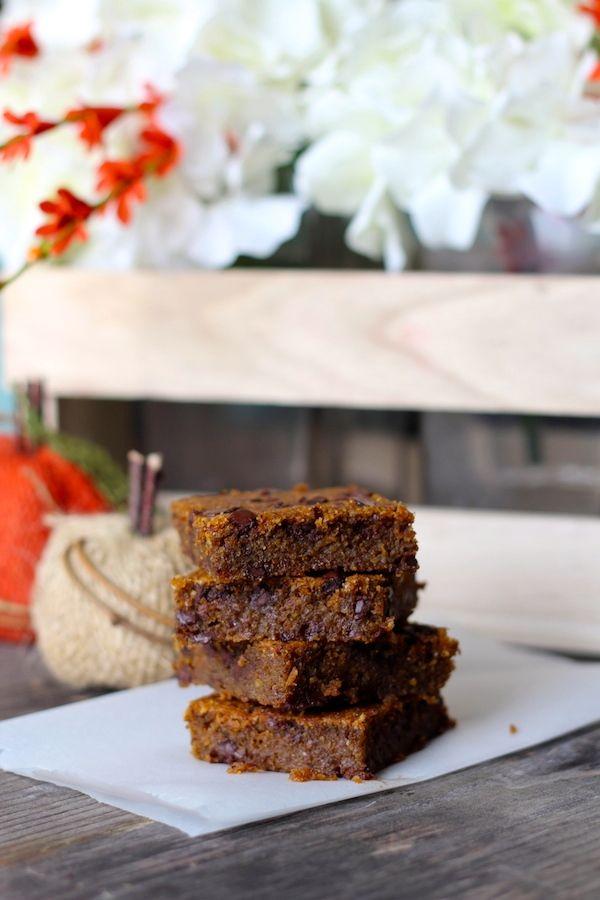 #paleo #PaleOMG – Paleo Recipes – Ooey Gooey Chocolate Chip Pumpkin Bars