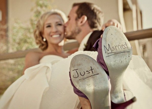 Just married shoes 600x432 Fun wedding photo ideas