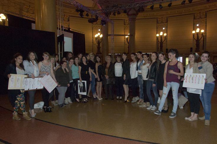 le ragazze dell'Istituto Duchessa di Galliera con Lorena Bianchetti, Valeria Maione e Nicoletta Cuzzupè