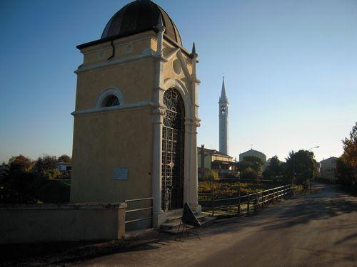 Capitello di San Giovanni Nepomuceno e campanile
