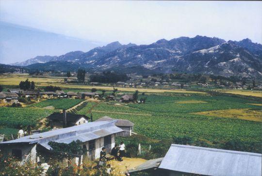 [新택리지]북한산 큰 숲·사람의 마을 은평, 서울 은평구  http://news.khan.co.kr/kh_travel/khan_art_view.html?artid=201203061630412&code=350101&med=khan 고고한 목탁소리와 맑은 새소리가 함께 울려 퍼지는 은평구는 천혜의 자연환경을 갖고 있다. 도시 속 전통사찰과 한옥마을은 조상들의 정신을 이어 서울의 문화를 꽃피운다.