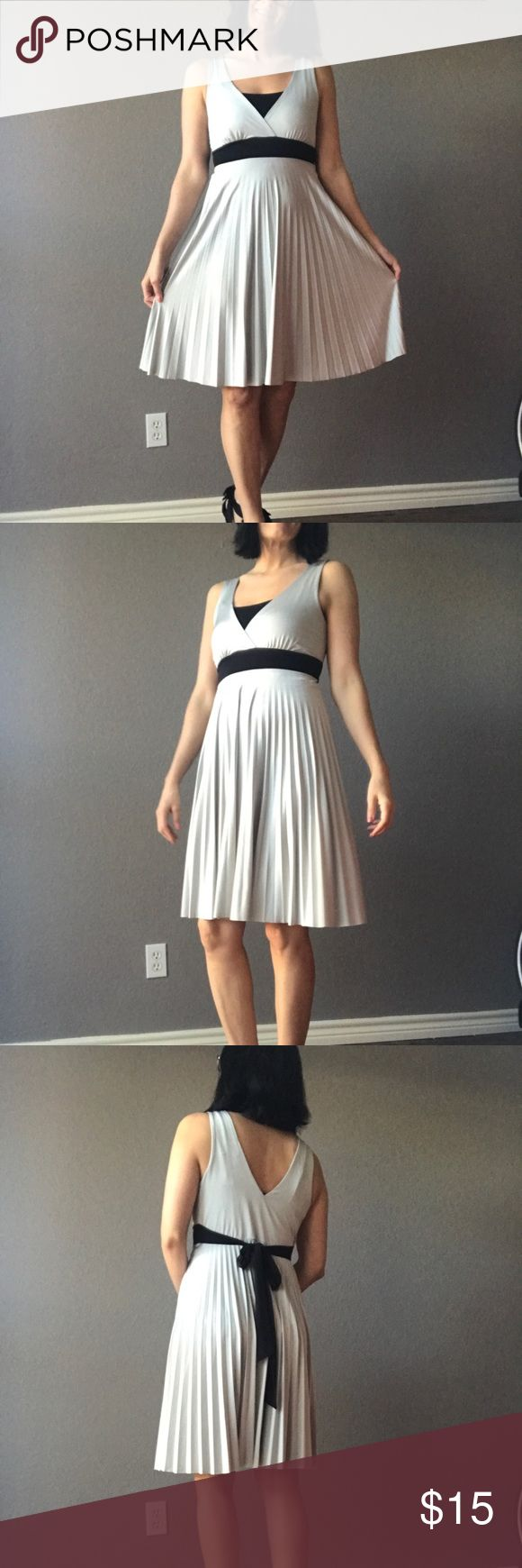 Forever21 silver dress This dress is classy- it looks great with strappy black heels for a night out! Model is 5'6 - 130lbs. The dress is a size medium. There is a small snag in the front accordion section but it's not noticeable due to the accordion effect. Forever 21 Dresses Midi