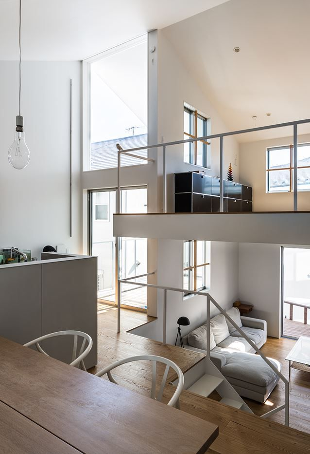 Gap House by Store MUU design studio / Ippei Kimono features a three-level open space, with external space being an integral part of the living space #staircase #openspace #multilevel