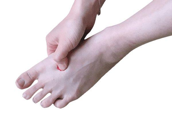 Čínská kultura a medicína věří, že na našichnohách se nachází velké množství důležitých bodů, které jsou přímo propojeny s různými částmi a orgány těla. Proto stimulací a masáží těchto bodů dokážeme přinést úlevu a zlepšení stavu mnoha tělesných problémů. K čemuslouží bod Tai Chong (LV3) Bod Tai Chong, někdy označen i jako LV3, patří podle