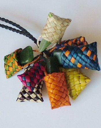 Maori greenstone Kete (basket) Harakeke (flax) necklace, a bunch of 8.