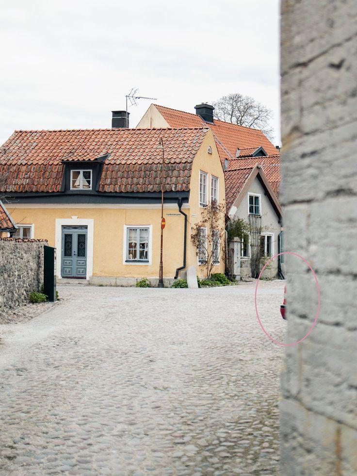 Elin Kero (@nevnarien) är fotograf, retuschör och driver en av Sveriges största fotobloggar på nevnarien.se. Karaktär...
