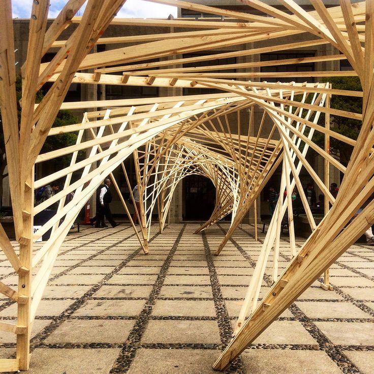 Experiencia de construcción en madera en Valparaíso: estructuras estables de doble curvatura a partir de la línea recta, Cortesía de Verónica Arcos