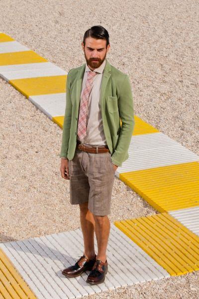 L'immagine che Royal Hem vuole dare della proposta moda uomo per la primavera estate 2014 è evidentemente uno stile british contaminato dal buon gusto ed alto pregio qualitativo del Made in Italy.