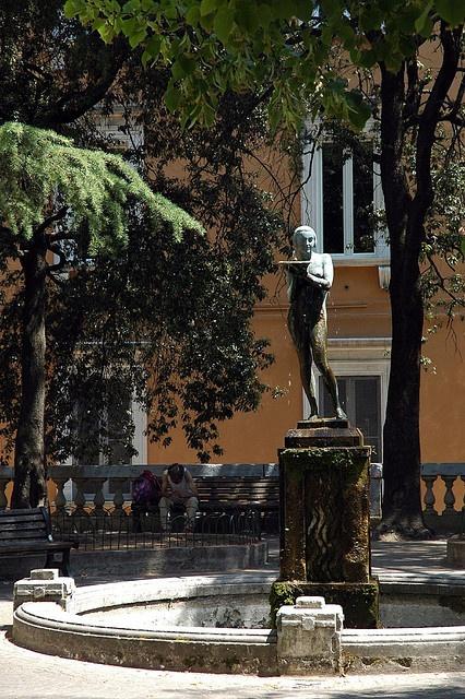 L'Aquila, before 6 aprile 2009  -------------------------------------------  mettiamoci una pezza!   una città ai ferri corti  urban knitting a l'aquila, 6 aprile 2012  per partecipare: http://mettiamociunapezza.wordpress.com/come-partecipare/