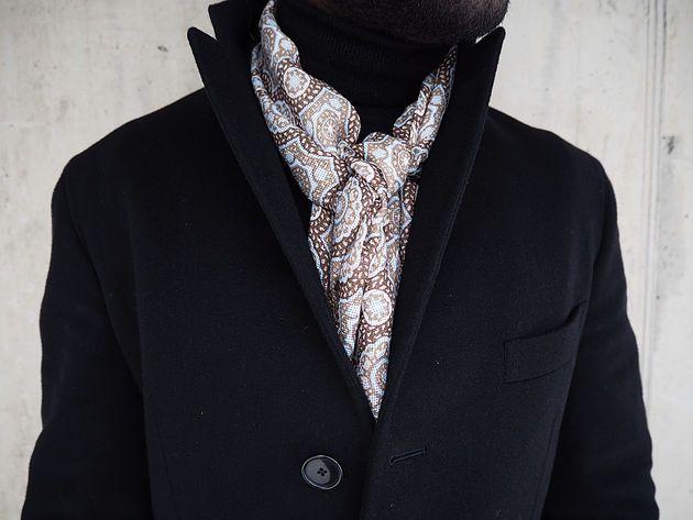 Wearing: Coat: Tagliatore, scarf: Stenströms, sweater: John Smedley, pants: PT01, shoes: Loake,phone case: Ideal of Sweden