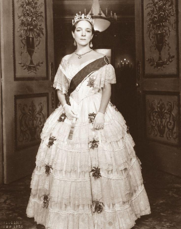 Helen HAYES (10 Octobre 1900 / 17 Mars 1993) (photo N.B. 1952)