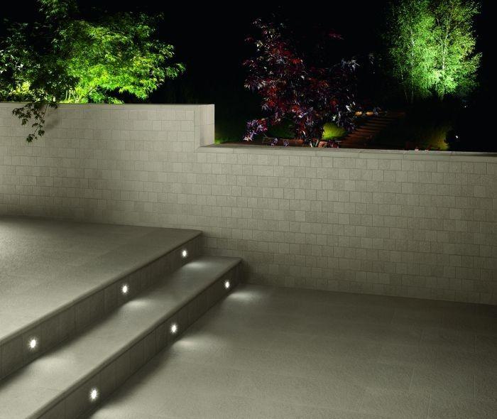 Oltre 25 fantastiche idee su scale esterne su pinterest ringhiere per terrazze scale da - Illuminazione a led per esterno ...