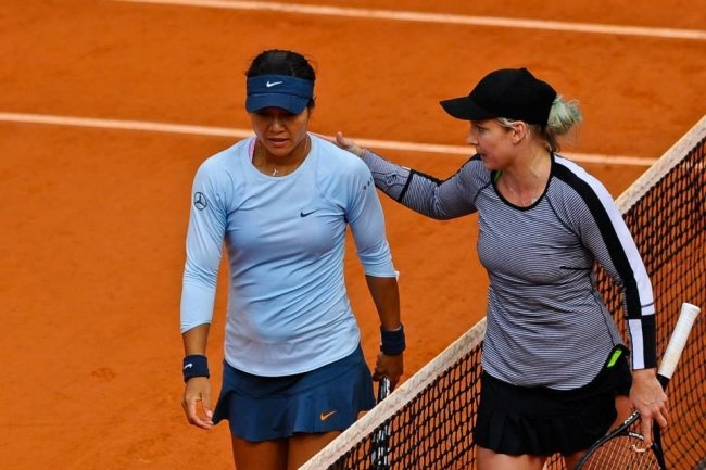The 2011 French Open champ, sixth-seeded Li Na, was stunned by Bethanie Mattek-Sands—the No. 67-ranked player in the world—in the second round, losing 5-7, 6-3, 6-2.