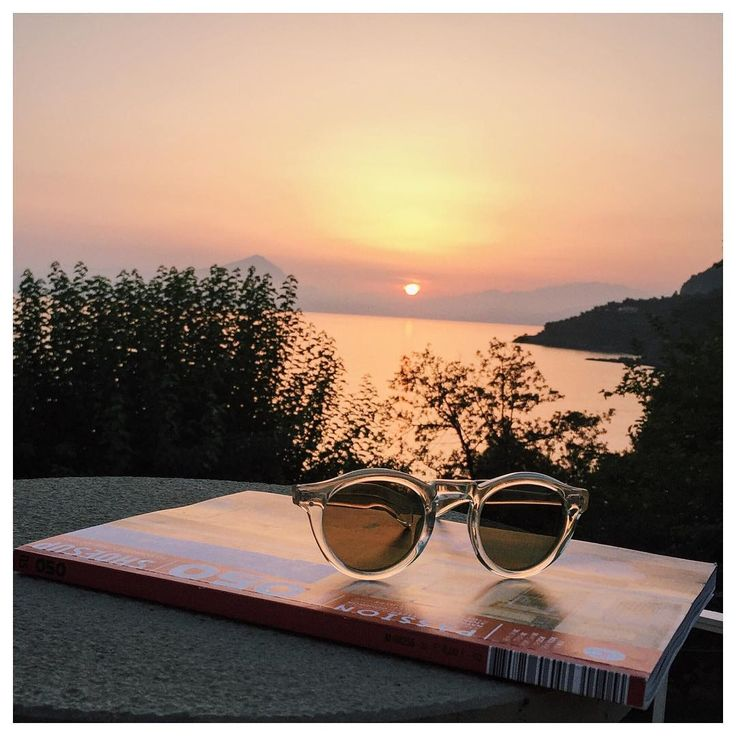 Sunsets look even better with the right sunglasses! A pic by lecoupduchapeau on Instagram.