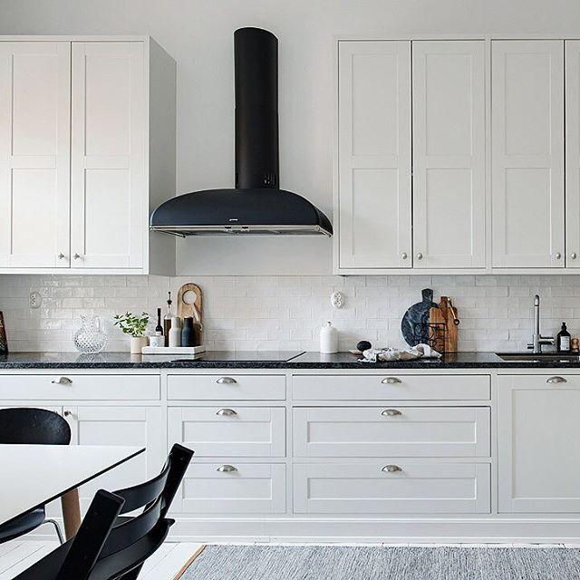 Kitchen inspo from this dreamy aparent at Majorsgatan 3a   Photographed by: Fredrik J Karlsson #alvhem #alvhemmäkleri #linné