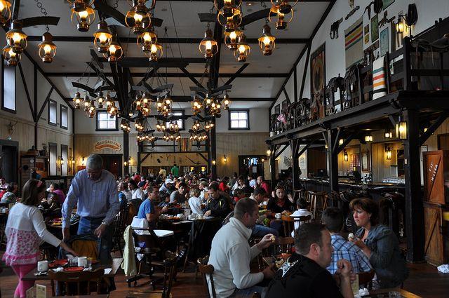 Hoteles en Disneyland® Paris. El Hotel Cheyenne tiene la ambientación completa para hacerte sentir en el Lejano Oeste.