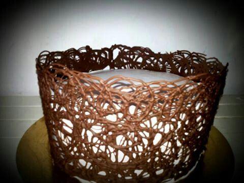 torta con collare di cioccolato