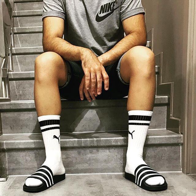 WEBSTA @ fom_vigo - En Foot on Mars Vigo nos da igual que ya no sea Verano, seguimos sin quitarnos nuestras adidas  adilette. #calcetines  #adidas #originals #nike #puma #verano #guiris #modoguiri #vigo #vigomola #chanclas #flipflops #zapas #sneakers #retro #galifornia #riasbaixas #moda #outfit #fom_vigo