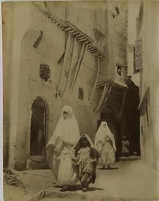 Algérie, Femmes arabes Vintage albumen print, Algeria Tirage albuminé 21x2