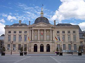 La façade de l'hôtel de ville de Châlons-en-Champagne.