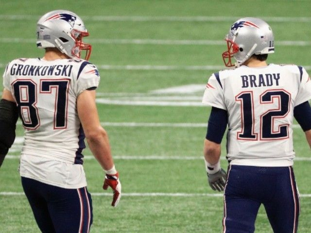 Rob Gronkowski Traded To Bucs Reunites With Tom Brady In 2020 Gronkowski Rob Gronkowski Tom Brady