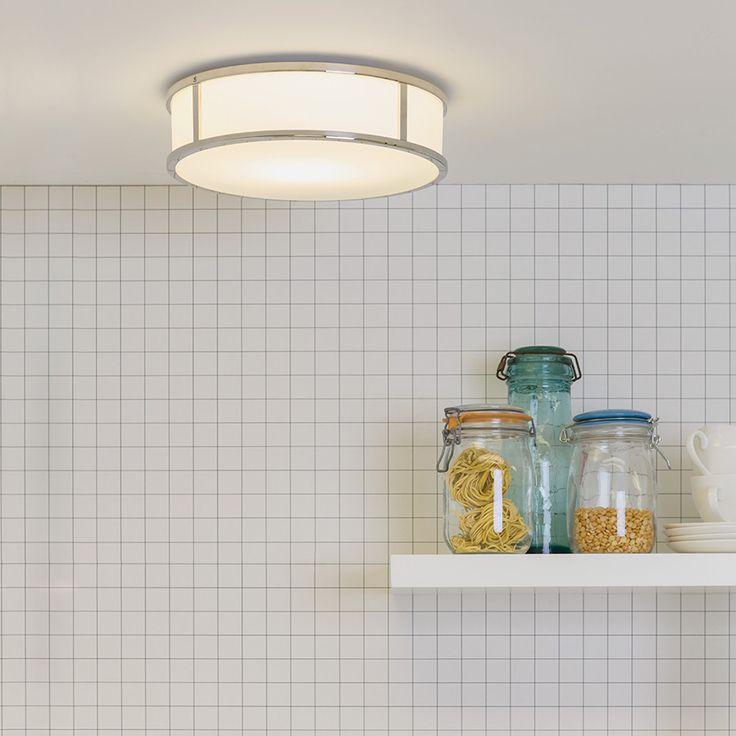 Mashiko er en serie vakre baderomslamper fra Astro Lighting med enkel og stilfull design. Lampene er et valg i høy kvalitet som med fordel vil kunne lyse opp i flere rom enn bare på badet. Mashiko Round 300 har en rund, opal glasskjerm rammet inn i skinnende krom.