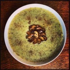Witlofsoep Een soep met een heerlijke bijzonder smaak die versterkend werkt voor je longen en je longenergie.  Hier het recept: http://kundaliniyogamsterdam.com/2014/10/16/food-as-medicine-witlofsoep-voor-de-longen/