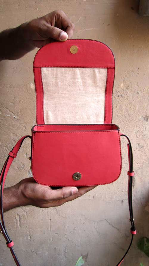 Coral Little Stefanie, Chiaroscuro, India, Pure Leather, Handbag, Bag, Workshop Made, Leather, Bags, Handmade, Artisanal, Leather Work, Leather Workshop, Fashion, Women's Fashion, Women's Accessories, Accessories, Handcrafted, Made In India, Chiaroscuro Bags - 2