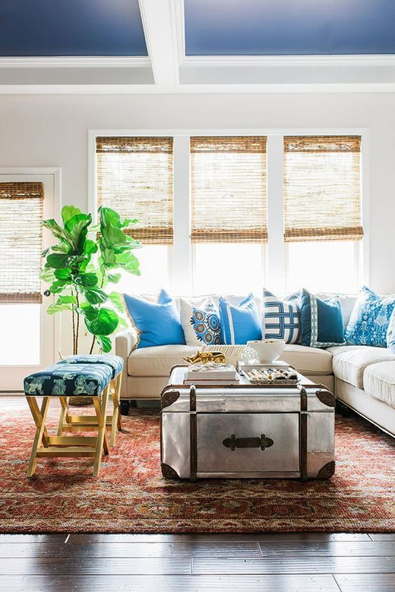 Blue and white eclectic living room inspiration via Waiting on Martha | Fiddle…