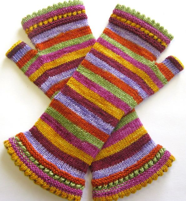 Ravelry: moutons' Stripes for Rhinebeck (project from Susie's Reading Mitts pattern)