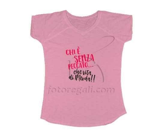 T-shirt donna con scollo a V e scritta