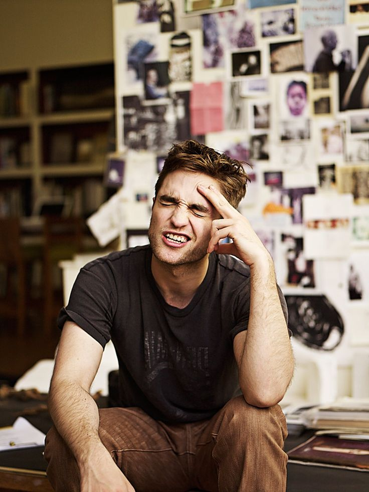 he's so cuuuute: Robertpattinson, Robert Pattinsson, Robert Pattinson, Faces, Famous People, Deep Thoughts, Rob Pattinson, Boys, Hotti Threat