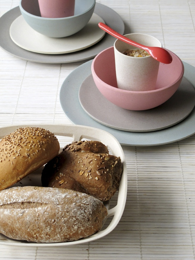 Tableware by Zuperzozial made of biodegradable materials: mais and bamboo. http://shop.jannissima.com/index.php?route=product/category=67_108