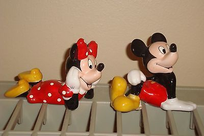 Walt-Disney-Minnie-Mickey-Mouse-Sitting-Down-Salt-and-Pepper-Shakers