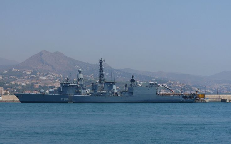 País: AlemaniaF-208 NiedersachsenDotación: 219 ( 18 para Unidad Aerea Embarcada ).  Cañones: 1 x OTO Melara 76mm/62 Mk75, 2 x Rheinmetall Rh-202 20mm/90.  Misiles: SSM: 8 McDonnell Douglas Harpoon, en dos montajes cuadruples; SAM: 16 Raytheon Sea Sparrow, con un lanzador octuple Mk29. 2 x GDC RAM de 21 celdillas.  Torpedos: 4 x tubos de 324mm Mk 32 Mod. 9, en dos montajes dobles. 8 x Honeywell Mk 46 Mod 5.Fragatas
