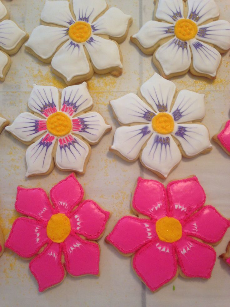 Flower Sugar Cookies Flower sugar cookies, Sugar cookies