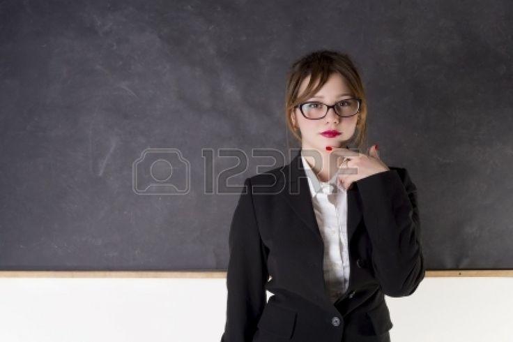 The Teacher -  aspettami, adulto, accattivante, bellissima, bellezza, lavagna, affari, caucasica, aula, collegio, colore, carino, istruzione, viso, femmina, ragazza, occhiali, apprendimento, lezione, labbra, make up, modella, bocca, persone, persona, ritratto, professore, scolara, sorridente, studente, studio, insegnante, insegnanti, insegnamento, università, bianco, donna, donne, giovani