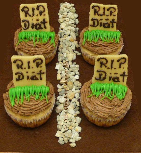 http://tinaleins.blogger.de/stories/2534257/  Friedhof der Kuscheltiere äääh Cupcakes :D