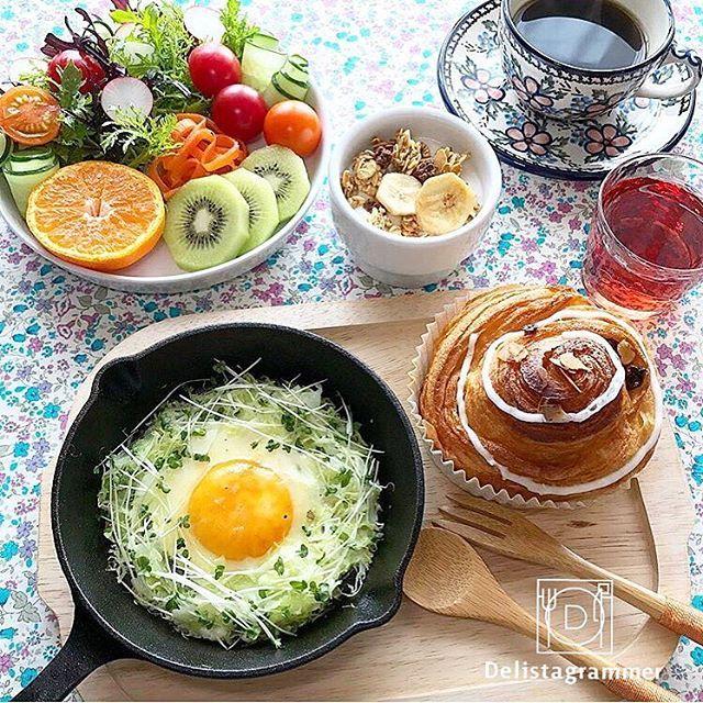 ouchigohan.jp 2016/12/31 10:39:26 delicious photo by @mayumi.f.style @mayumi.f.style さんの#巣ごもりたまご でおはようございます☺️☀️今年もあとわずかとなり、何かと大忙しの年の瀬そんな時こそ、しっかり栄養バランスのとれた野菜いっぱいの朝食をとりたいですよね忙しい朝も#朝ベジ を心がけて、来年も元気で充実した毎日を送りましょう! -------------------------- ◆インスタグラムの食トレンドを発信する、食卓アレンジメディア「おうちごはん」も更新中✨ プロフィール欄のリンクから見れますよ https://ouchi-gohan.jp/ -------------------------- ◆このアカウントではインスタグラマーさんの素敵なPicをご紹介しています。 ハッシュタグ #LIN_stagrammer#delistagrammer #デリスタグラマー を付けて投稿してみてくださいね! ※これらいずれかのハッシュタグがついた投稿を、おうちごはんFacebookページ…