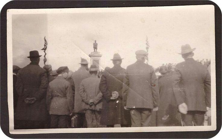 1902458: Eidsvoll. Den knelende soldat. Avdukning 17. mai 1928. St Dovreb