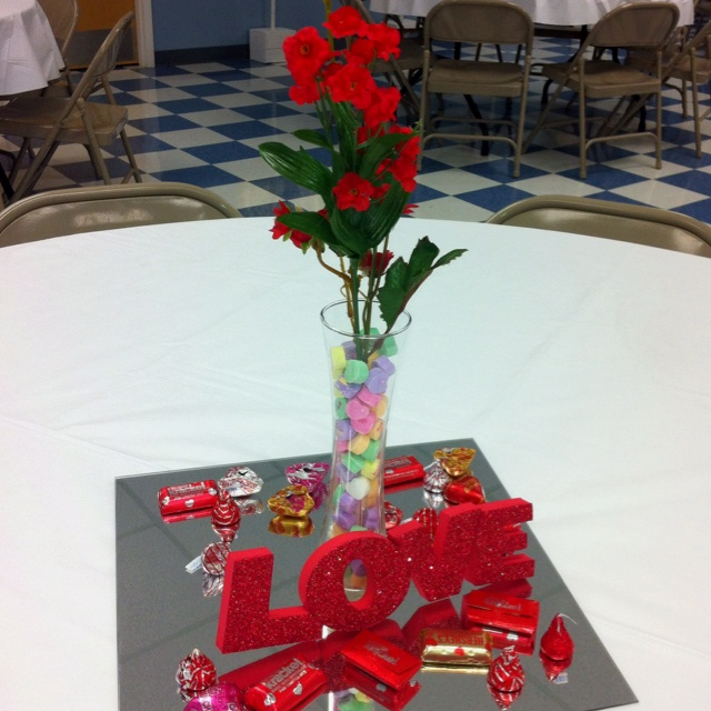 17 best images about valentine decor on pinterest candy for Table design for valentines day